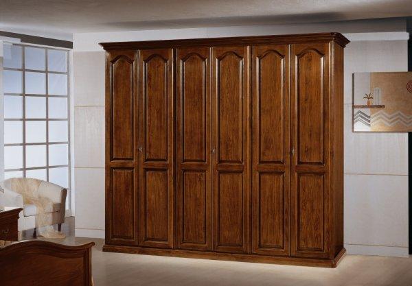 L\'armadio in vero legno massello