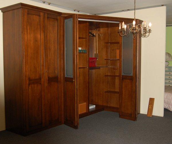 Cabina armadio classica - Camera da letto con cabina armadio ad angolo ...