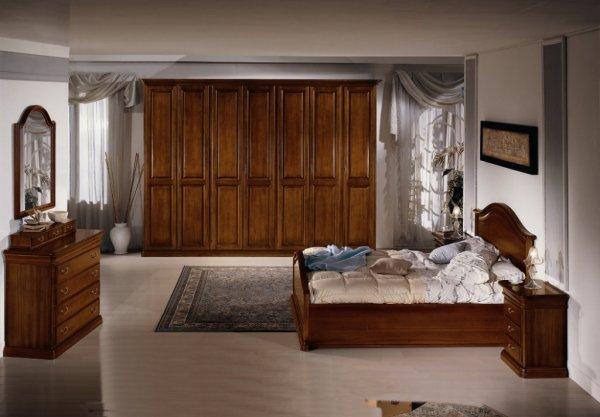 La camera classica in legno massello - Camere da letto in legno massello ...